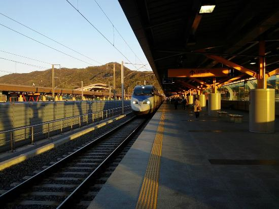 Gumi-si South Korea  City new picture : Foto de KTX Korea Train eXpress , Corea del Sur: KTX train arriving ...