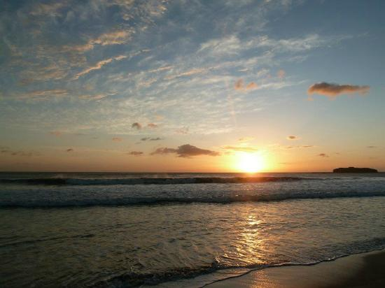 Punta Teonoste Surf & Turtle Resort: Sunset