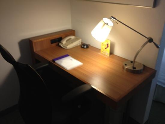SpringHill Suites by Marriott Tampa Westshore Airport: desk