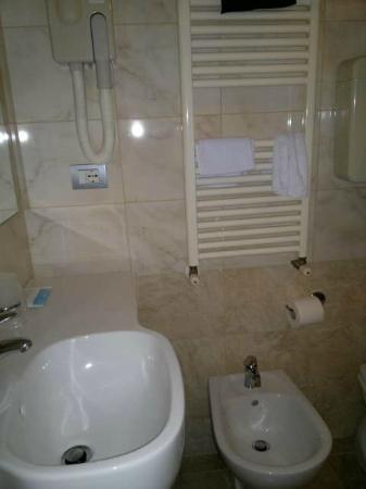 Hotel Morolli: Baño suficiente