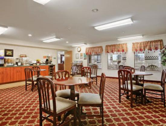 Toppenish Inn and Suites: Breakfast Area