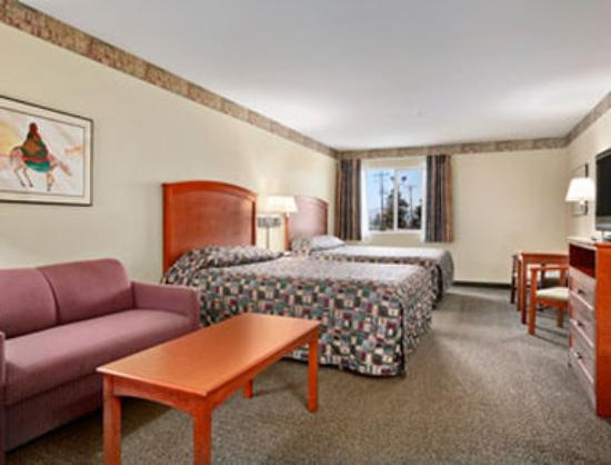 Toppenish Inn and Suites : Standard Two Double Bedroom