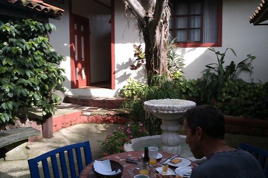 Hotel Los Volcanes B&B: Inner courtyard
