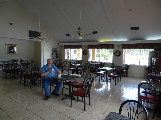 أمريكاز بست إن آند سويتس: dining room 
