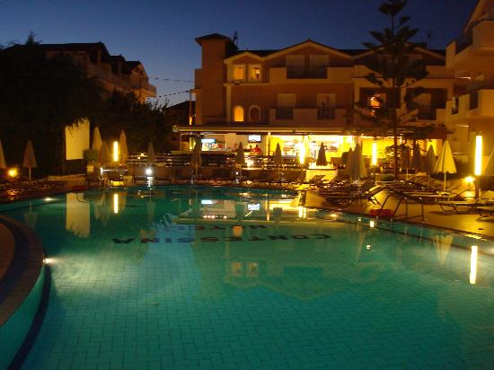 Contessina Hotel: Pool area.