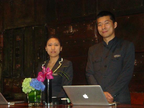 URBN Hotel Shanghai: Front Desk