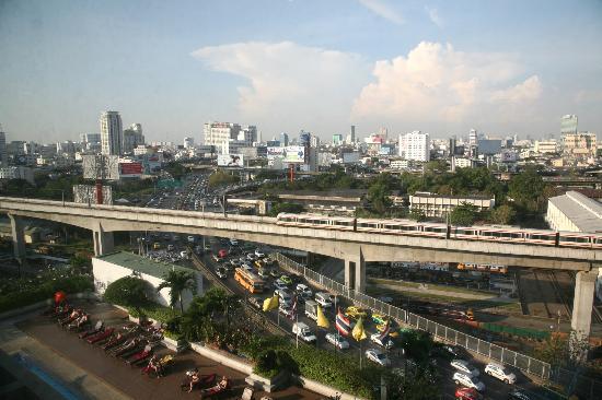 โรงแรมอีสติน มักกะสัน: Uitzicht op de snelwegen en fly-overs van Bangkok