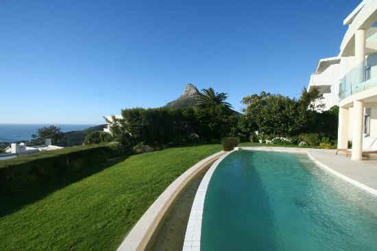 Atlantique Villa Camps Bay: Lions Head from the pool