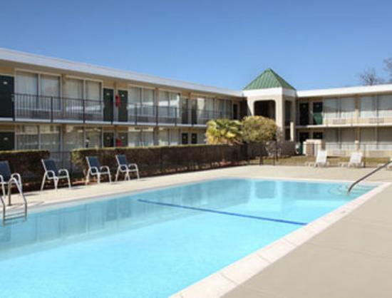 Days Inn Goldsboro: Pool