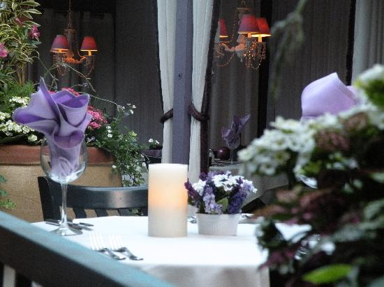 Lavender Bistro: Dine on our beautiful patio.