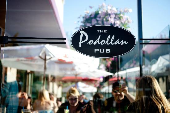 Podollan Inn : Outdoor patio Podollan Pub
