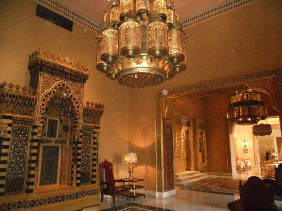 Cairo Marriott Hotel & Omar Khayyam Casino: Couloir dans le palais khedival