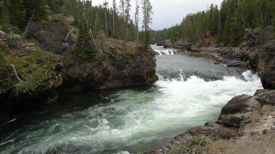 Grand Canyon of the Yellowstone: The river rushing to Upper falls