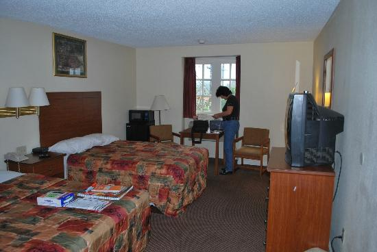 Super 8 New Orleans: Large room