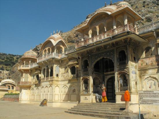 Monkey Temple (Galta Ji): Temple building
