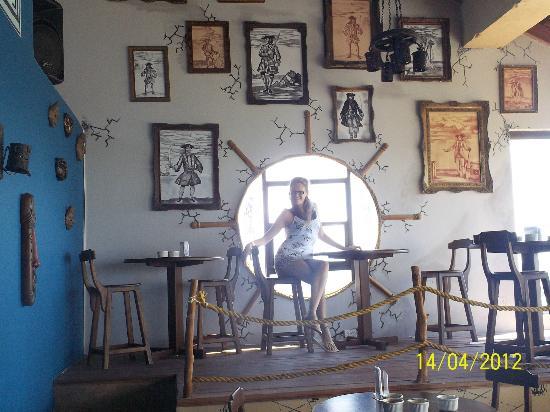 El Viajero San Andres Hostel & Suites: Parte del bar...muy lindo!