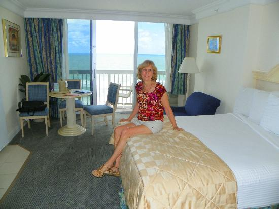 Daytona Beach Resort and Conference Center: Chrisy checking our bed...a little firm for her..great for me.