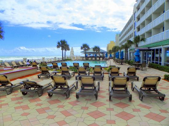 Daytona Beach Resort and Conference Center: Great View from the Tiki Bar