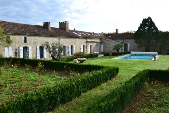 Domaine de Labarthe : The wonderful garden and pool