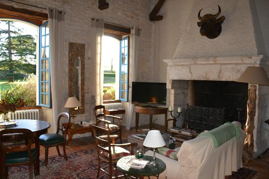 Domaine de Labarthe : Living room - how relaxing with a cup o tea or coffee