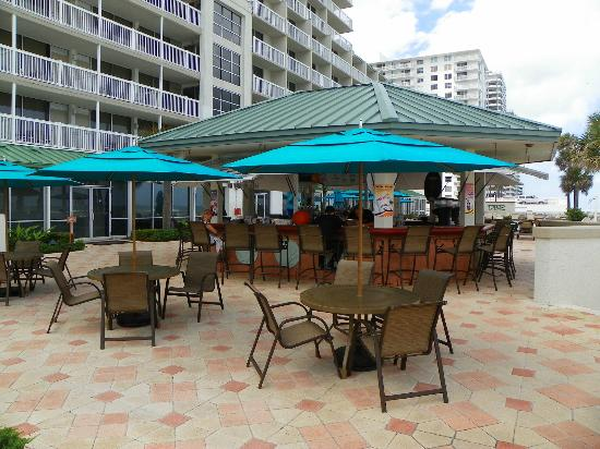 Daytona Beach Resort and Conference Center : POOL SIDE BAR