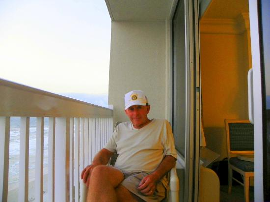 Daytona Beach Resort and Conference Center: Mr Bill on the balcony