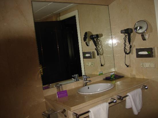 Ayre Hotel Astoria Palace: Bathroom