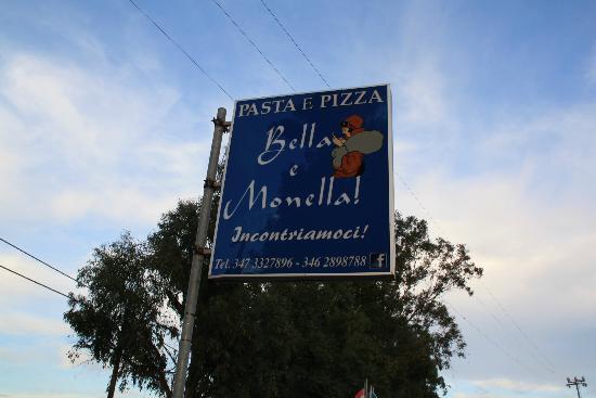 Bella e Monella: Schild an der Straße