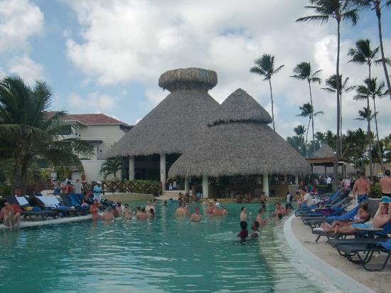Now Larimar Punta Cana: pool side bar