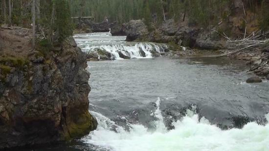 Lower Yellowstone River Falls: River approaching lower falls