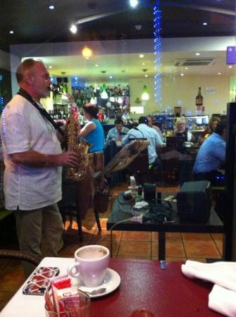 House Jazz : Live jazz player is on a Friday night