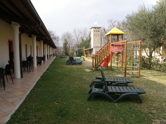 Agriturismo Lupo Bianco: le stanze e i giochi per i bimbi