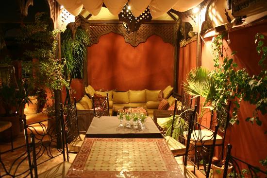 Riad d'Airain Marrakech: canapé de la terrasse