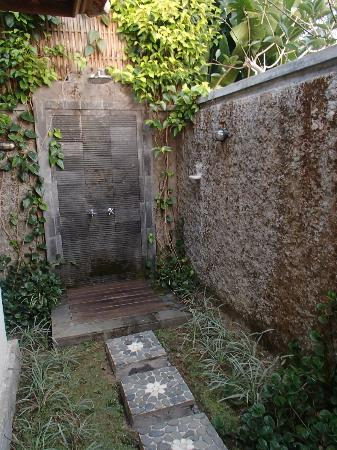 Munduk Moding Plantation: Outdoor shower...so peaceful