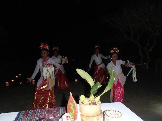 Munduk Moding Plantation: Dinner Entertainment
