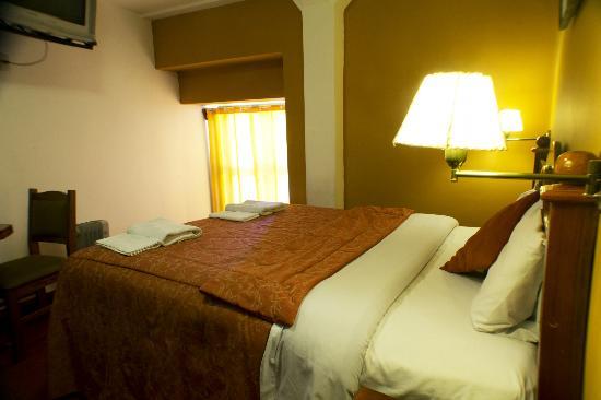 Amerinka Boutique Hotel: habitacion matrimonial con cama queen con balcon