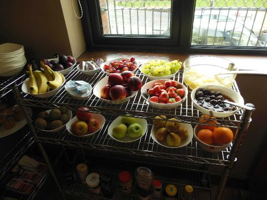 Abbeylodge B&B: The best fresh fruit spread in all of Ireland