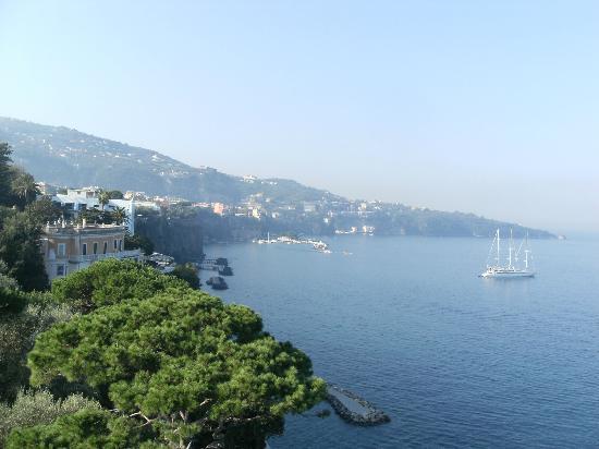 Hotel Mediterraneo Sorrento: Window view