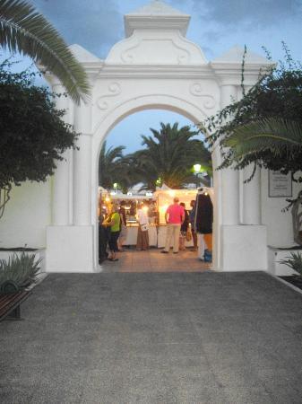 Pueblo Marinero: Entrada