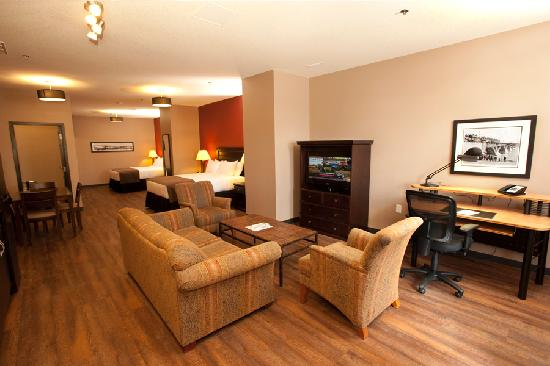 Quality Inn & Suites Hotel: Long Term Two Queen Suite