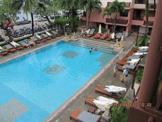 Seaview Patong Hotel: Cool swimming pool