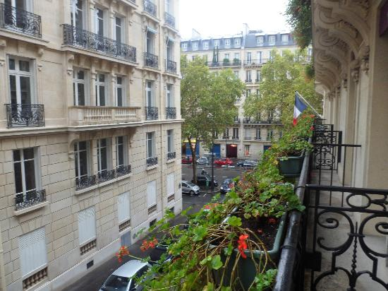Hotel Baltimore Paris Champs-Elysees: Room with balcony, cute pots of plants