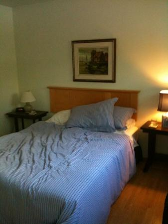 Banff Avenue B&B: room on Banff Avenue