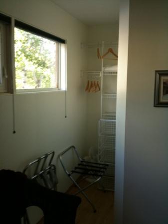Banff Avenue B&B: closet
