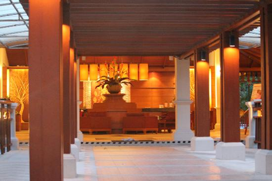 Horizon Karon Beach Resort & Spa: Hotel Reception