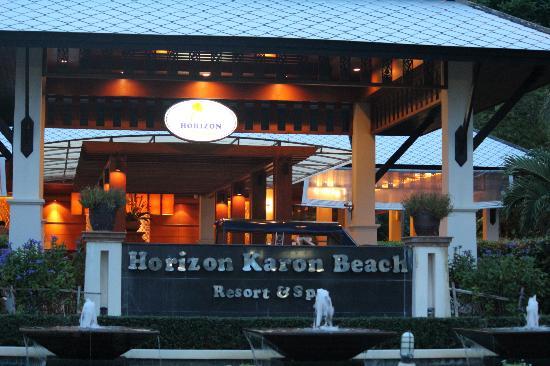 Horizon Karon Beach Resort & Spa: Front of Hotel