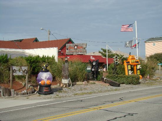 Jolly Roger Restaurant & Bar: Interesting place and decorated for each season.