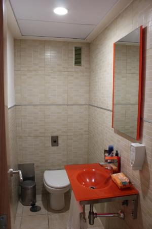 Paradise Park Fun Lifestyle Hotel: En suite WC