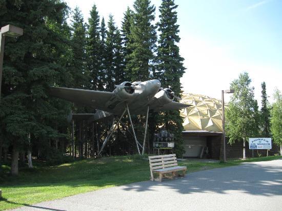 Pioneer Park : Alaskaland Pioneer Air Museum.