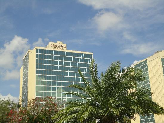 Doubletree By Hilton at the Entrance to Universal Orlando: Outside of hotel
